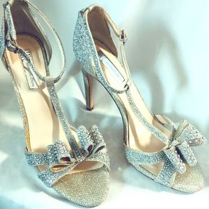 INC silver evening bow peep toe heels Ressie 8.5